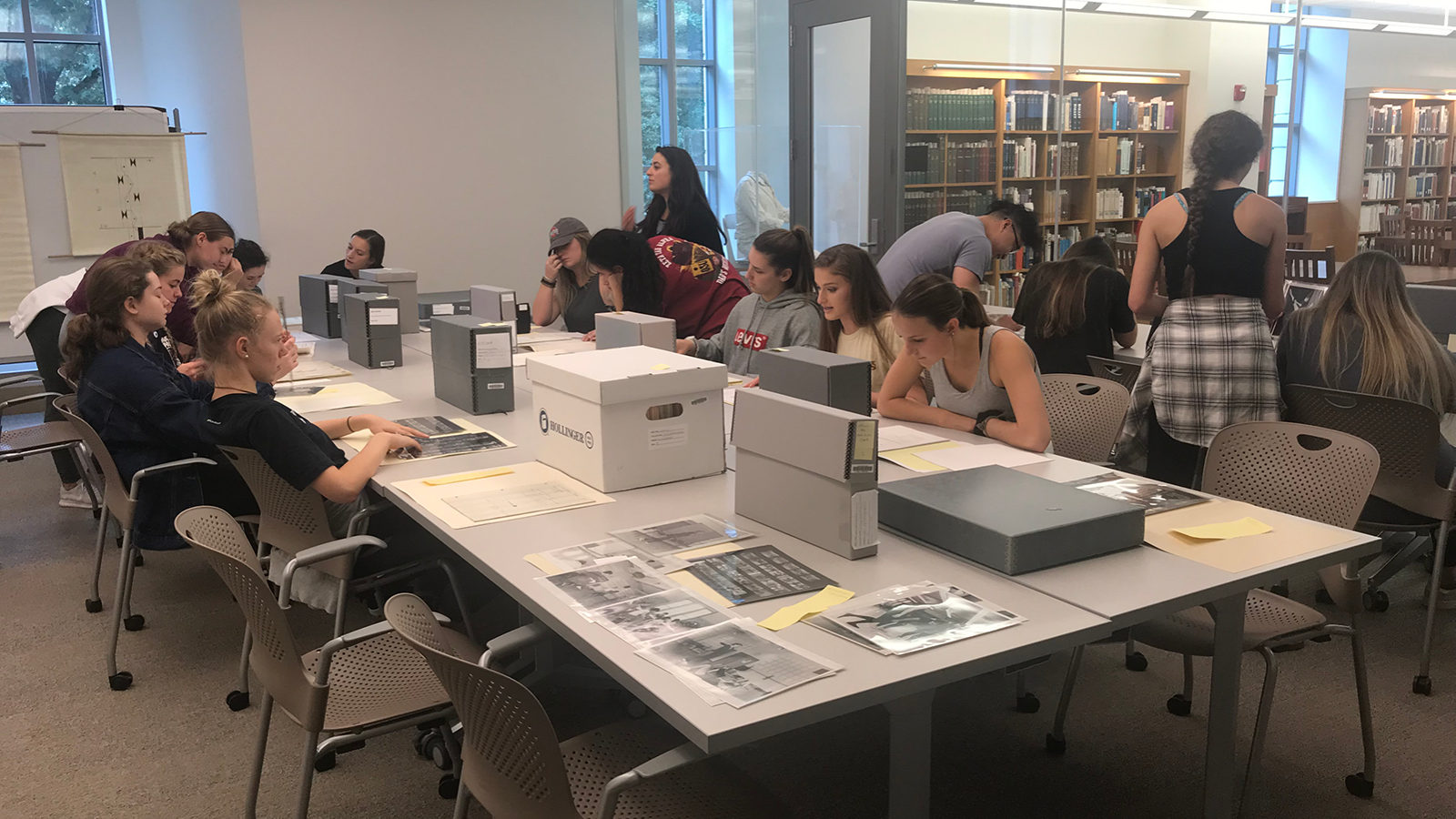 Students using Ohio State University Libraries Special Collections